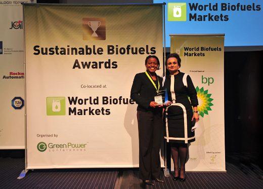 Lisa Dyson von Kiverdi empfängt Award auf WBM