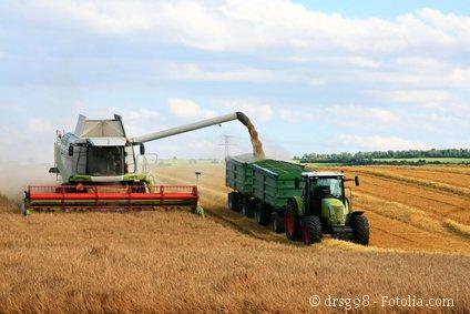 Foto Mähdrescher und Traktor
