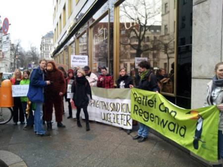 Umweltschützer protestieren gegen Nutzung von Palmöl