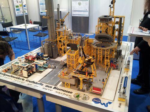 Foto einer Biokraftstoff-Anlage aus Lego zum TMFB